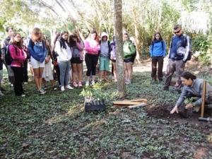 Estância Mimosa Ecoturismo e IASB realizam roteiro ambiental com alunos de SP