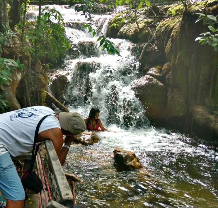 Atriz Rayza Alcântara visita as cachoeiras da Estância Mimosa