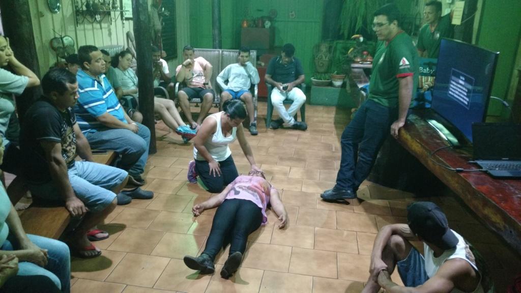 Colaboradores da Estância Mimosa participam de curso de primeiros socorros.