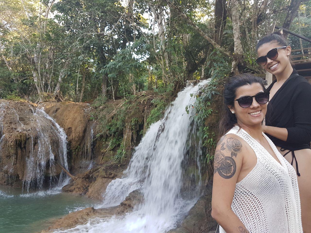 Bailarina do Faustão Karina Barros visita Estância Mimosa